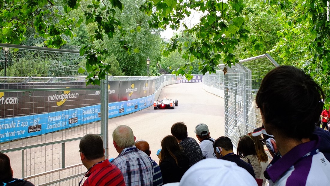 Fans watching the qualifying action on Sunday in the leafy surrounds of Battersea Park.