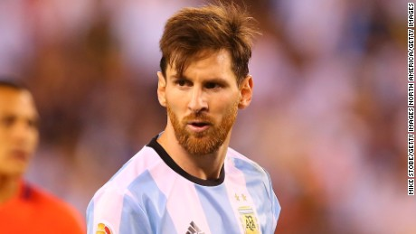 EAST RUTHERFORD, NJ - JUNE 26: Lionel Messi #10 of Argentina looks on against Chile during the Copa America Centenario Championship match at MetLife Stadium on June 26, 2016 in East Rutherford, New Jersey. Chile defeated Argentina 4-2 in penalty kicks. (Photo by Mike Stobe/Getty Images)
