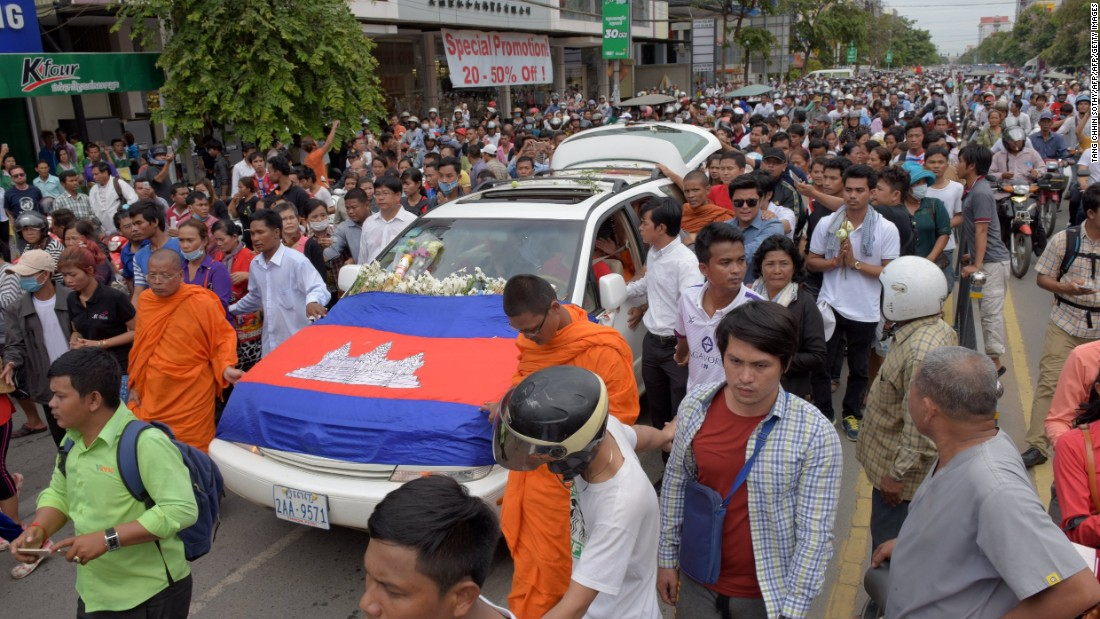 Crowds of Cambodians came out onto the streets to mourn Kem Ley.