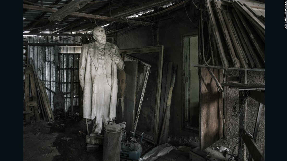 Photographer Niels Ackermann and journalist Sebastien Gobert have spent the last year hunting for abandoned or stolen statues of Vladimir Lenin in Ukraine. The country banned Soviet symbols in 2015, but vestiges remain in museums, in government possession, and in private collections as contraband.<br />
