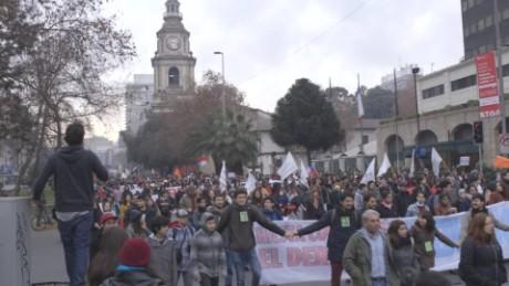 cnnee pkg felipe guler estudiantes protestan contra reforma educativa bachelet chile_00003616