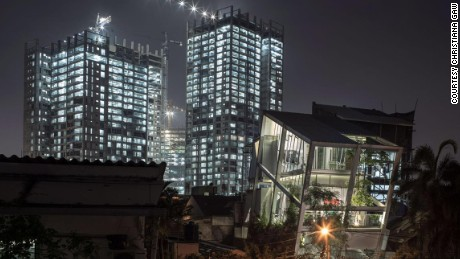 "Jakarta's ""leaning house"""