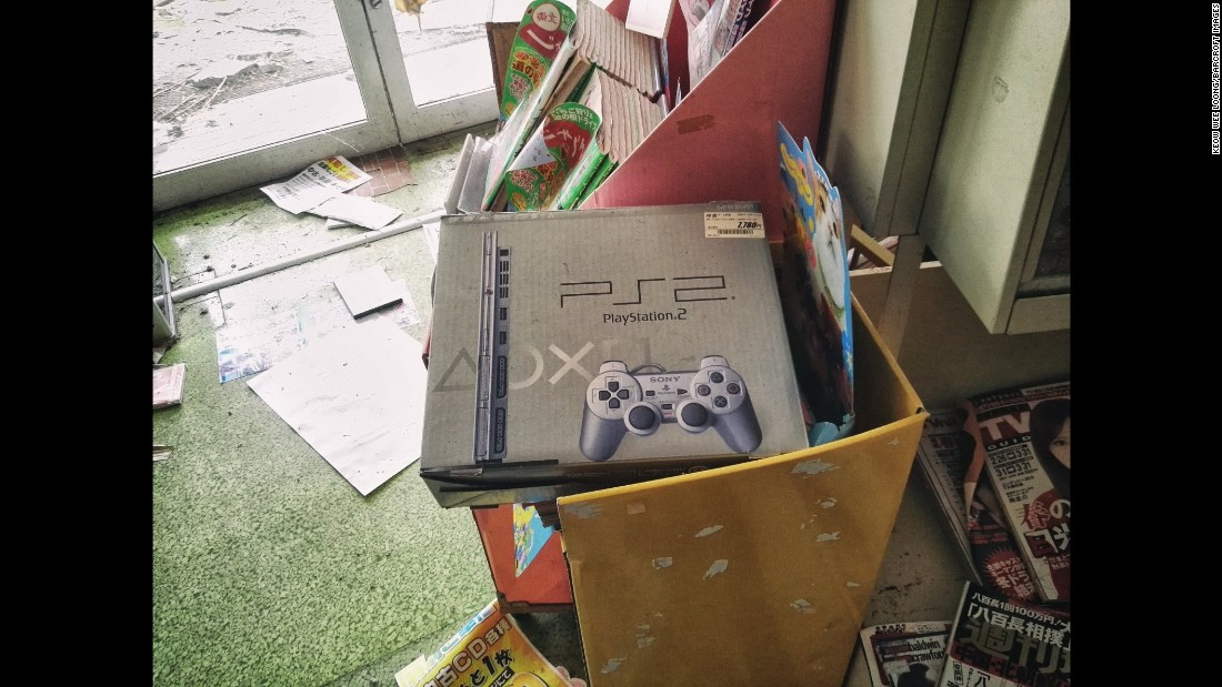 A Playstation 2 box is seen.