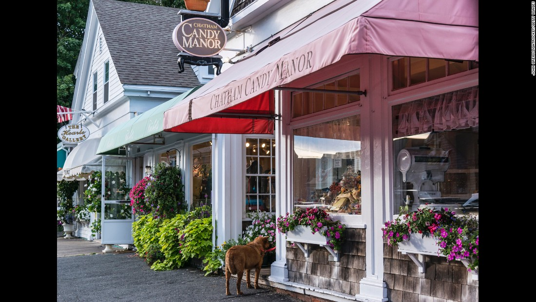 """Bordering the southern end of Cape Cod National Seashore, Chatham offers historic sites including the more than 200-year-old Chatham Lighthouse near the """"elbow"""" of Cape Cod, plus eclectic shops and restaurants."""