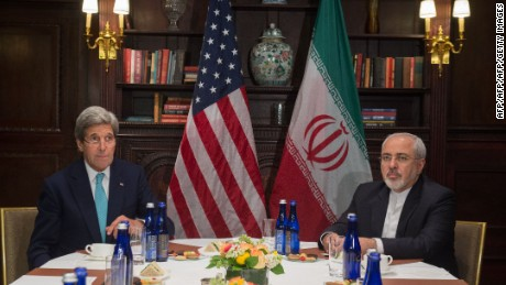 US Secretary of State John Kerry (L) meets with Iran's Foreign Minister Mohammad Javad Zarif on April 22, 2016 in New York. / AFP / Bryan R. Smith        (Photo credit should read BRYAN R. SMITH/AFP/Getty Images)
