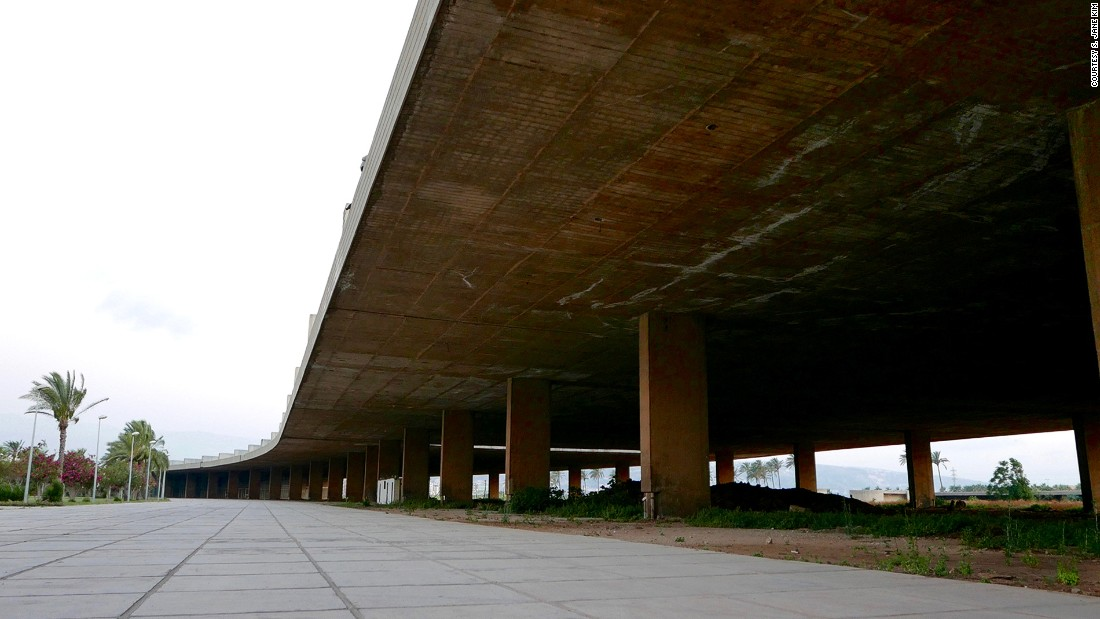 """The center's 750-meter concrete awning, which Niemeyer called <em>la grande couverture</em> (the big cover), is a testament to the architect's fascination with limits and edges. """"The site has no vertical abstractions,"""" says Minkara, to disrupt the aesthetic of limitless space."""
