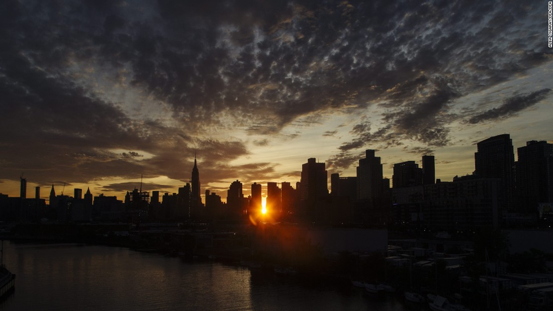 """The sun sets behind the New York skyline during Manhattanhenge, a twice-a-year occurrence in which the setting sun aligns with the street grid of the city, on Monday, July 11. <a href=""""http://www.cnn.com/2016/07/08/world/gallery/week-in-photos-0708/index.html"""" target=""""_blank"""">See last week in 31 photos</a>"""