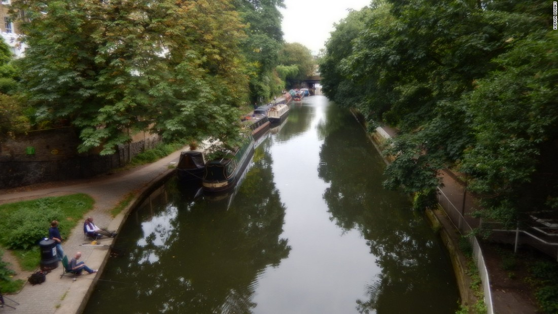Tensions have arisen between boaters and the population on land in some places. In Islington, London, locals have complained about noise and pollution from boaters, and succeeded in placing restrictions on their numbers.