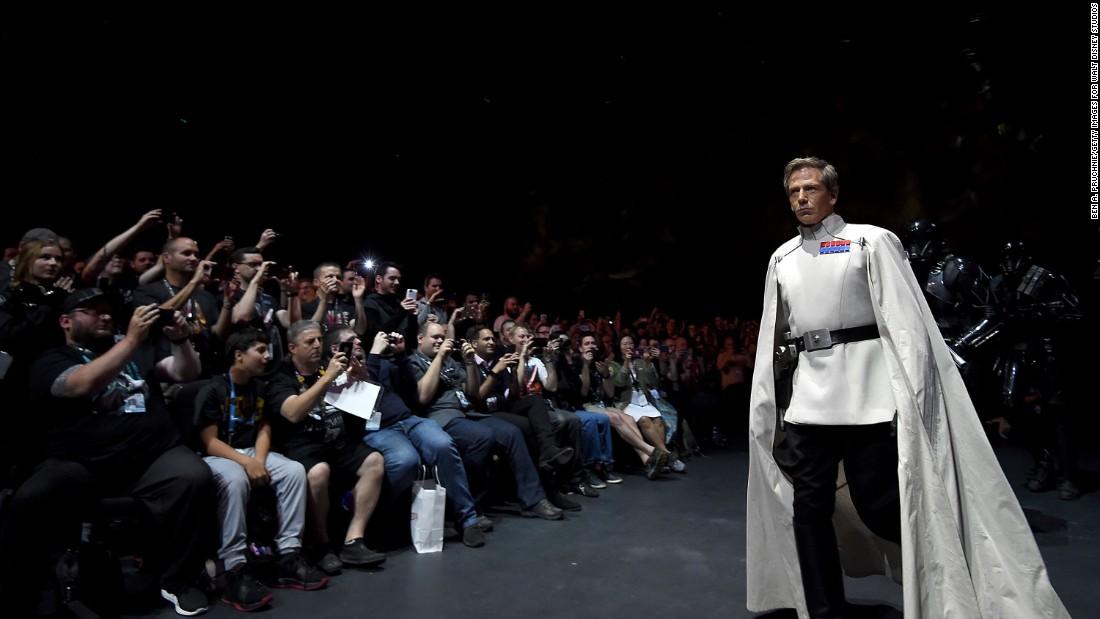 """Ben Mendelsohn delights fans by dressing up for the """"Star Wars"""" Celebration."""