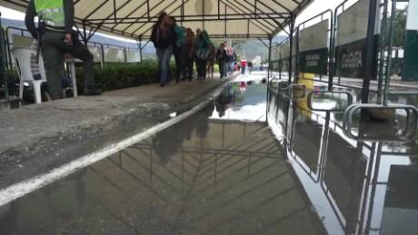 Venezuela border reopens rafael romo pkg_00014324.jpg