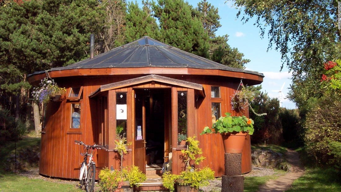 Made from giant whisky vats this home -- one of five at the famous Scottish ecovillage -- was the first permanent dwelling to be erected back in 1986.