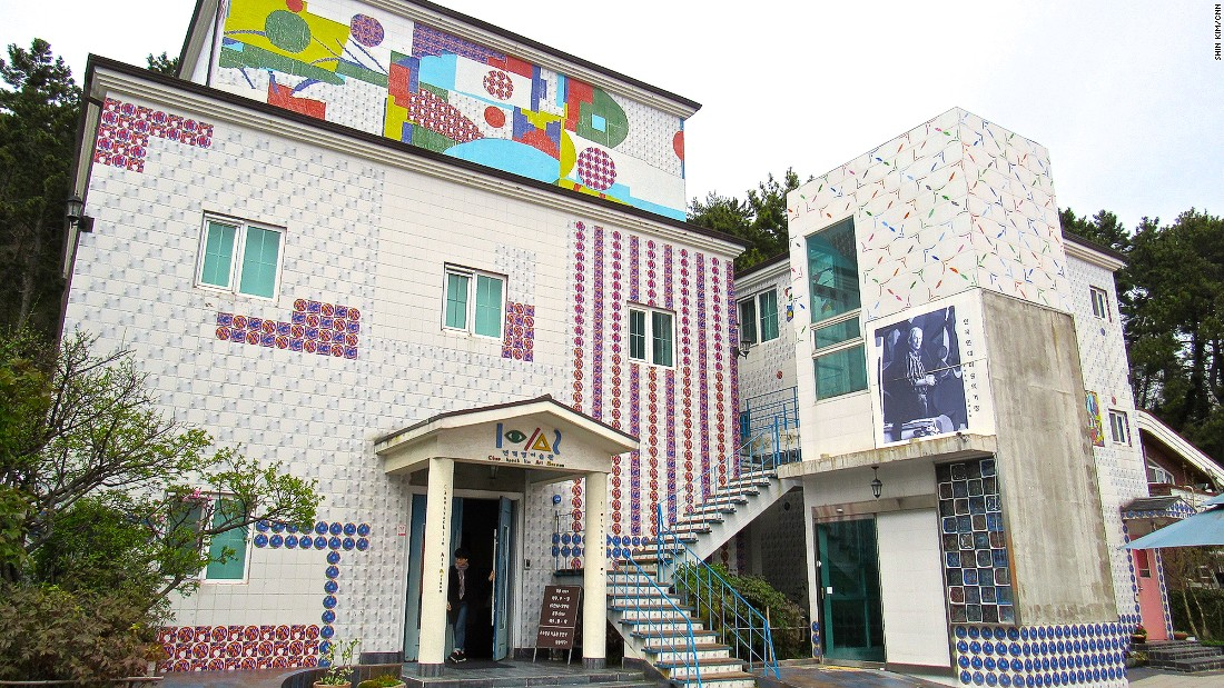 """<a href=""""http://www.jeonhyucklim.org"""" target=""""_blank"""">Jeon Hyuck Lim</a> (1916-2010) is a celebrated Tongyeong artist. This museum dedicated to his works was built on the grounds of his house, where he lived for 30 years."""