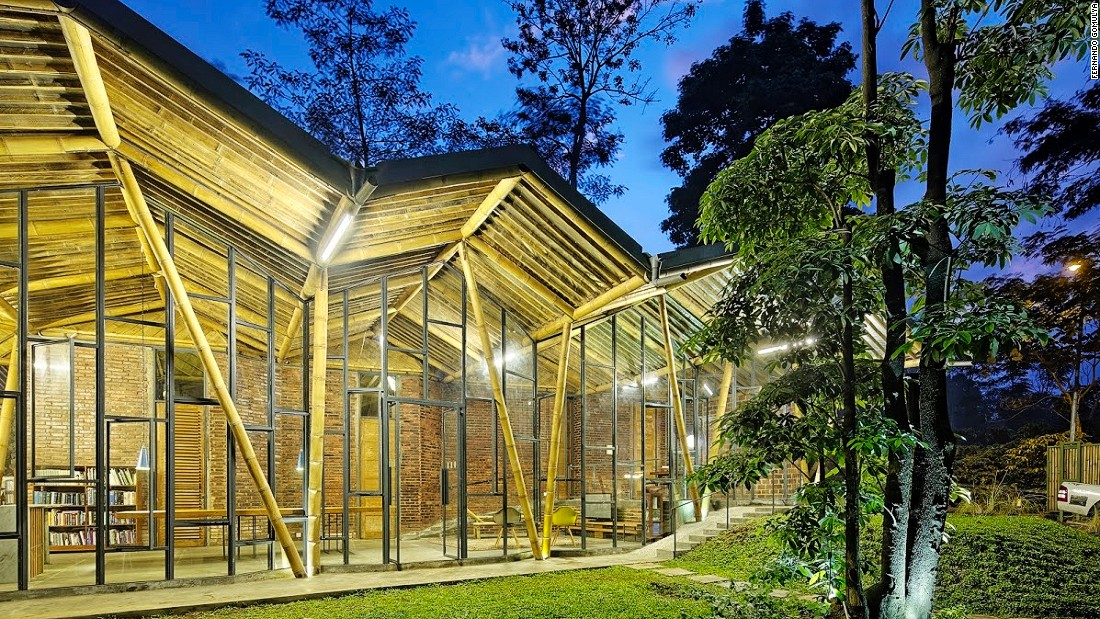 Also know as Dancing Mountain House, this remote building uses sunlight as natural light during the day. The shower water is heated by solar energy and the property collects rainwater to use during dry season.<br />