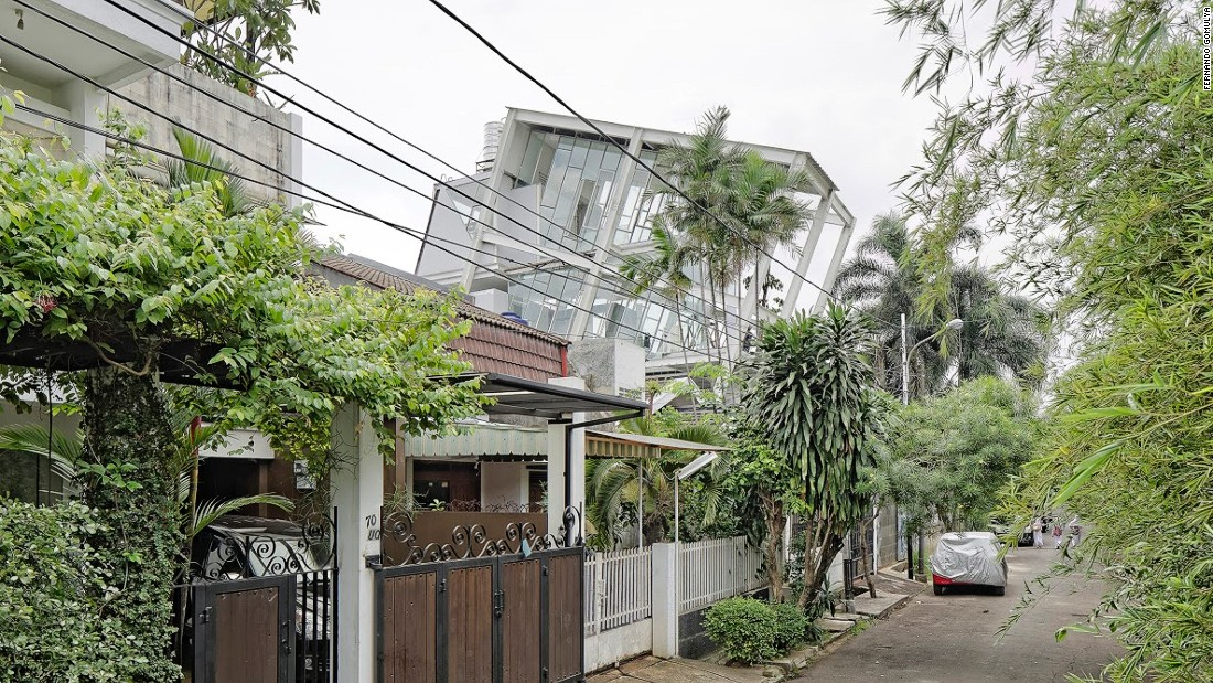 This innovative building is built at a 70-degree angle. The house serves both as a  rejection of the surrounding faux-European buildings in the upmarket neighborhood.<br />