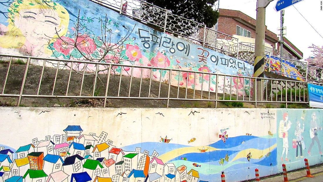 When this hillside working-class village was marked for demolition back in 2007, art students were commissioned to fill its alleys with beautiful wall murals -- making it too beautiful to tear down. It's since become hugely popular and is now packed with tourists on weekends.<br />