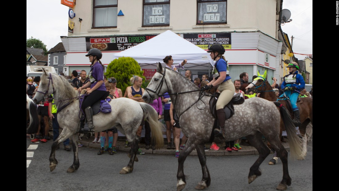 Horses convene up a side road and give the human racers a head start to avoid a Pamplona-style pell-mell at the starting line.<br />
