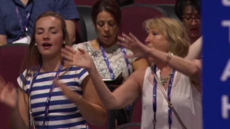 One minute of Republican delegates dancing origwx allee_00005304.jpg