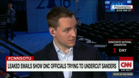 Clinton campaign manager: Russia is helping Trump_00004303