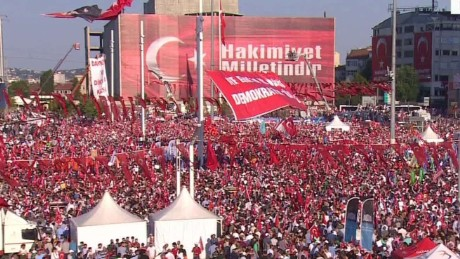 foes unite for pro-democracy rally in turkey nic robertson pkg_00002507.jpg