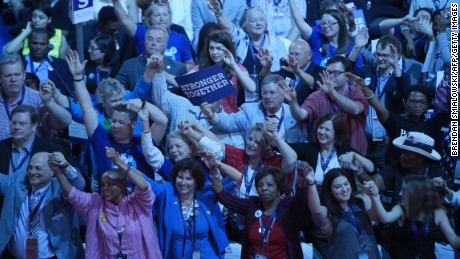 Delegates sway to singer Paul Simon's performance on Day 1 of the Democratic National Convention at the Wells Fargo Center on July 25, 2016 in Philadelphia, Pennsylvania.   / AFP / Brendan Smialowski        (Photo credit should read BRENDAN SMIALOWSKI/AFP/Getty Images)