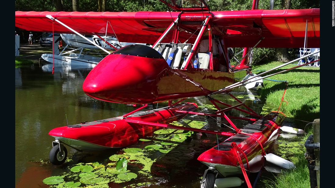The AirCam can also be converted to a seaplane version.