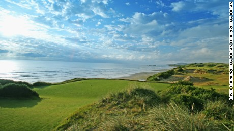 BANDON, OREGON, UNITED STATES - JUNE 16:  The 148 yard, par 3, 11th hole on the Pacific Dunes Course, designed by Tom Doak at the Bandon Dunes Golf Resort on June 16, 2005 in Bandon, Oregon, United States.  (Photo by David Cannon/Getty Images)