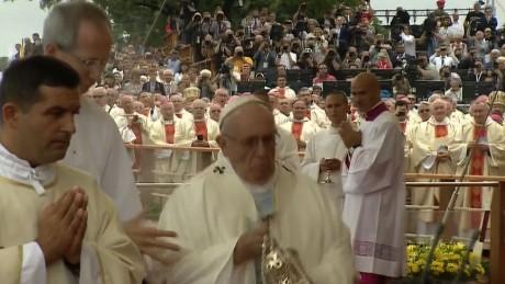 Pope Francis fall Poland_00000517.jpg