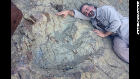 LARGE DINOSAUR FOOTPRINT FOUND IN BOLIVIA