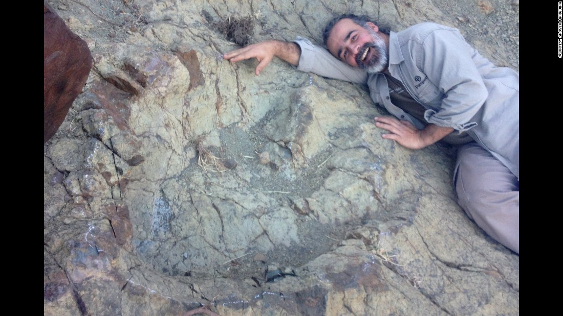 Huge Dinosaur Footprint Discovered