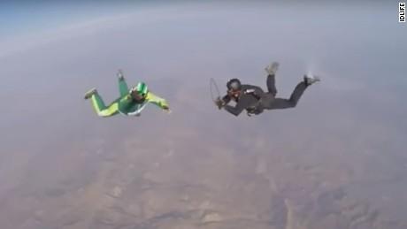 luke aikins skydive no parachute newday _00000515