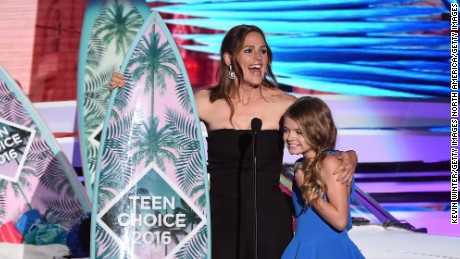 Jennifer Garner and Kylie Rogers accept the Choice Movie: Drama award for 'Miracles from Heaven.'