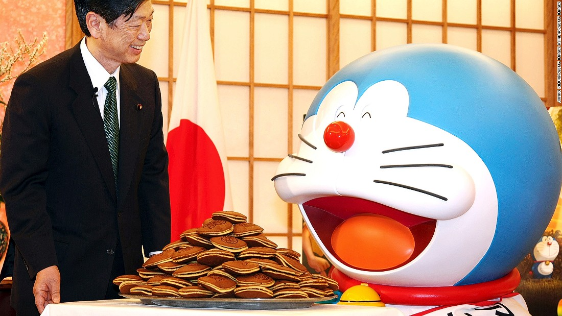 A small disc-shaped cake filled with sweet red bean paste, Japan's dorayaki is the favorite snack of anime character Doraemon.