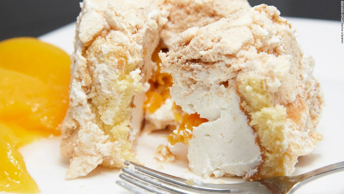 Created in 1927 by a teahouse owner, postre chaja is a Uruguayan cake with layers of soft cake, cream and (usually) peach encased in a meringue shell.