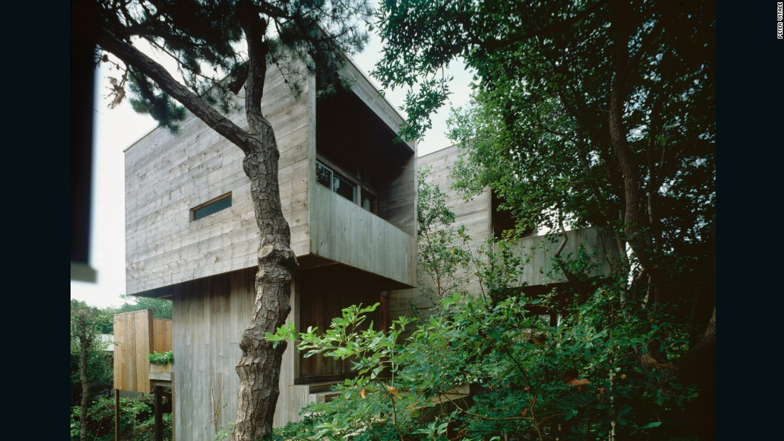<strong>274 Bay Walk -</strong> Architect: Harry Bates (1967).