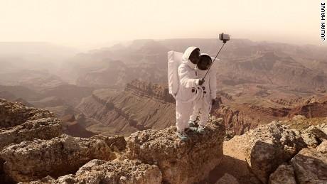 Would you take a selfie on Mars? Julien Mauve snaps interplanetary tourists