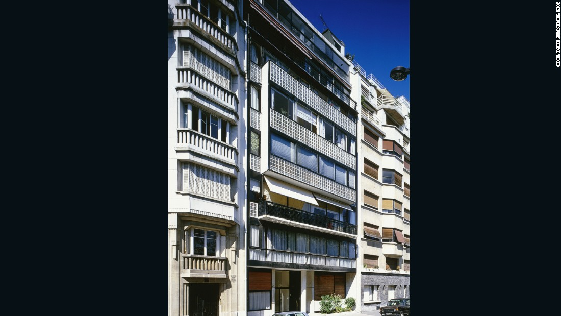 This studio apartment is located in the district of Molitor known for its sports facilities and parks such as the Jean-Bouin Stadium. Le Corbusier designed each apartment to have an entire wall of glass from floor to ceiling.