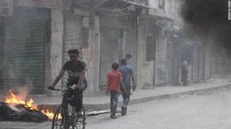 Airstrikes pound Aleppo as civilians live under siege