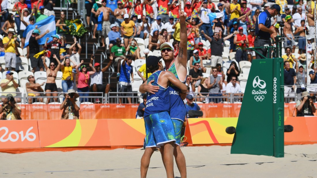The Brazilian men's pairing of Bruno Schmidt (left) and Alison Cerutti gave the home fans something to cheer by beating Canada in the second match of the opening day.