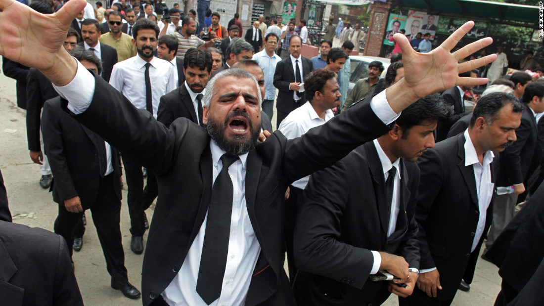 A Pakistan lawyer shouts during a demonstration to condemning a suiciding bombing in Quetta that killed dozens of people Monday.