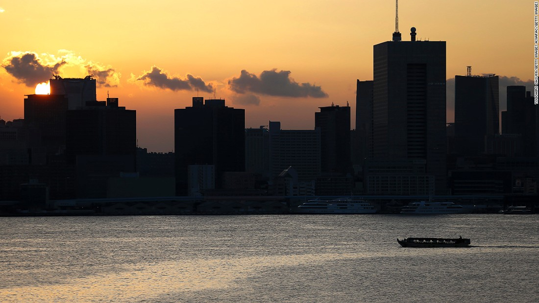 Riding on a yakatabune, a traditional houseboat, is one of the best ways to see Tokyo Bay. A few dozen yakatabune boat companies offer river tours that serve traditional dinners and host karaoke sessions.