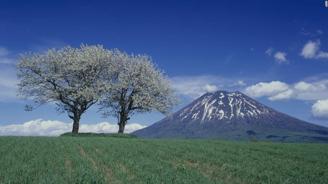 Sometimes known as the Mount Fuji of Hokkaido, Mount Yotei attracts both climbers and adventurous skiers looking for pristine snow.