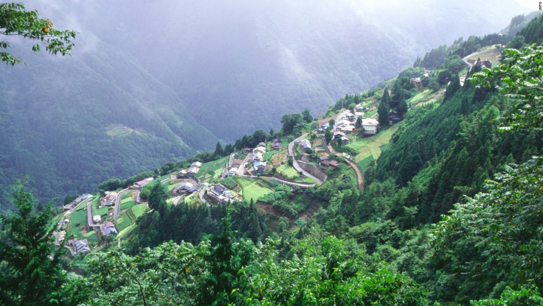 This Nagano mountain village is located near the city of Iida, which was once an old castle town.