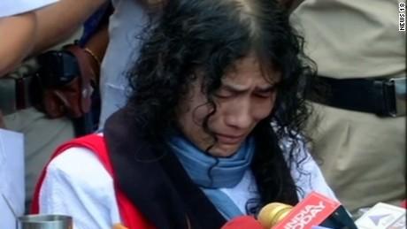 India hunger strike end Soares pkg_00000319