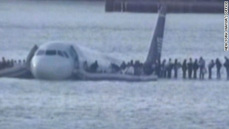 Cockpit recordings of Hudson River crash landing (2009)