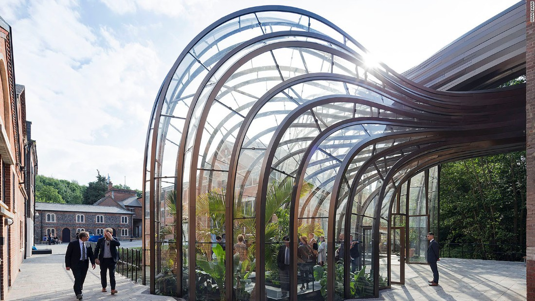 Heatherwick Studio worked with a team from the Royal Botanic Gardens at Kew to create the unique ecological environments required within the two structures. The glasshouses are made from more than 10,000 bespoke components.
