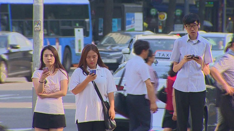 south korea smartphone zombies molko pkg_00010203
