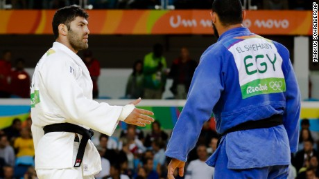 Egypt's Islam El Shehaby, blue, declines to shake hands with Israel's Or Sasson, white, after losing during the men's over 100-kg judo competition at the Rio Olympic Games on Friday, August 12.