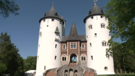 renaissance fair castle house cnnmoney_00000803.jpg