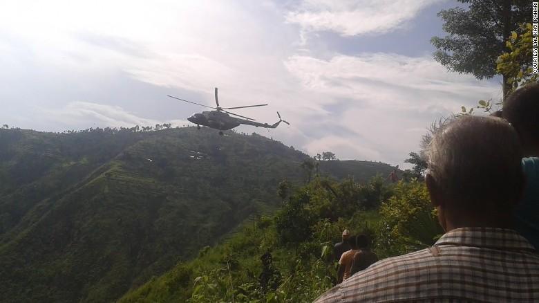 in-nepal-un-autobuz-s-a-prabusit-de-la-300-de-metri