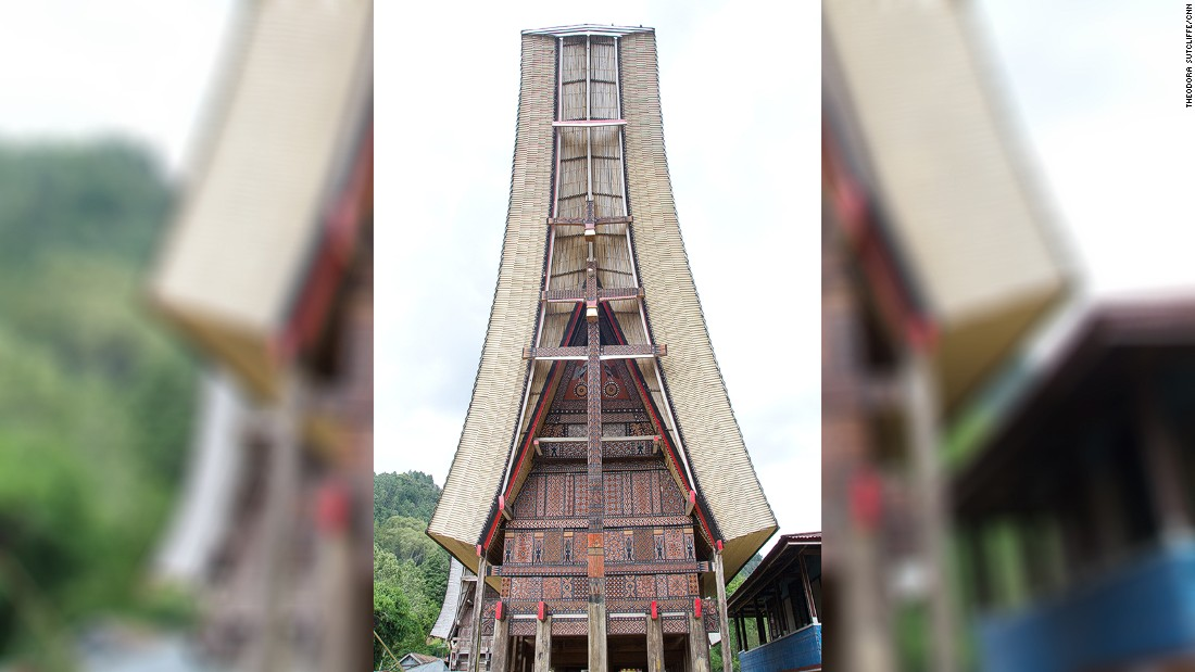 Located in Makassar, Sulawesi, Tana Toraja is famed for its traditional tongkonan houses, with their soaring roofs.